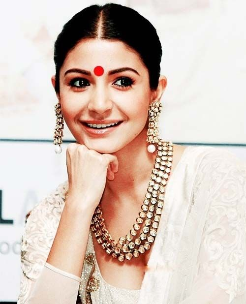 anushka sharma with kundan jewellery