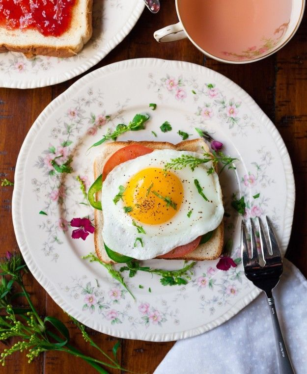 And this egg that fits so elegantly on this toast: | 14 Pictures Of Perfectly Placed Food That Will Satisfy Your Soul