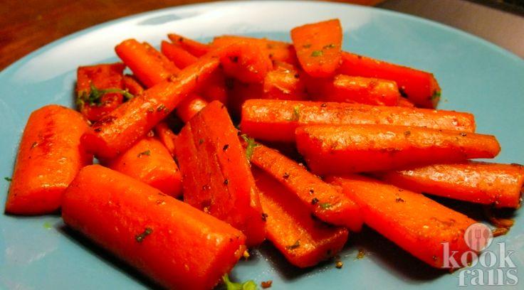 Als je je worteltjes zo hebt klaargemaakt wil je nooit meer anders! Je hebt er maar 4 ingrediënten voor nodig!