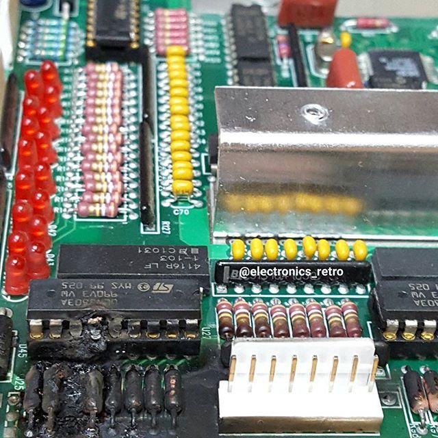 🔥Disaster area🔥 Darlington arrays ULN2803 #electronics #microprocessor #instatech #electronic #transistor #robotics #arduino #digitallogic #green #color #computer #retrocomputer #electricalengineering #vintage #vintageelectronics #oldschool #retroelectronics #technology #tech #audio #radio #retro #elettronica #elektronik #электроника #bestoftheday #instagood #picoftheday #electronicsretro #gadget #gadgets #android