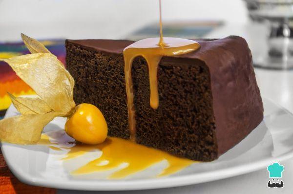 Aprende a preparar pastel de chocolate esponjoso y jugoso con esta rica y fácil receta. El pastel de chocolate esponjoso y jugoso que mostramos en RecetasGratis es...