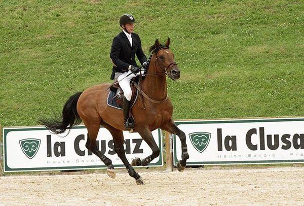 Les chevaux de sports - Kraque Boom - Kraque Boom sous la selle du cavalier français Kevin Staut lors du CSI 3 étoiles de la Clusaz en juillet 2012