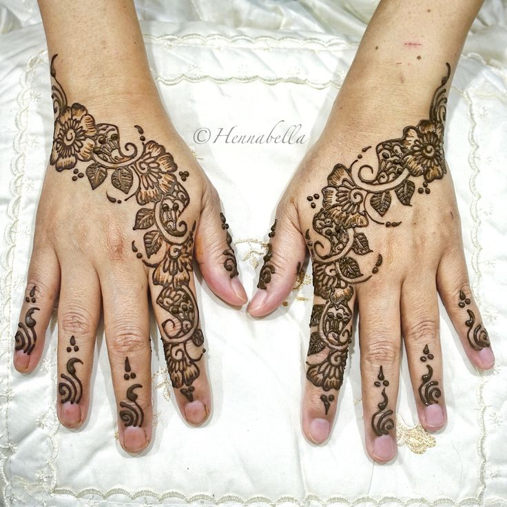 Mehndi Party Sign : Simple floral party henna design
