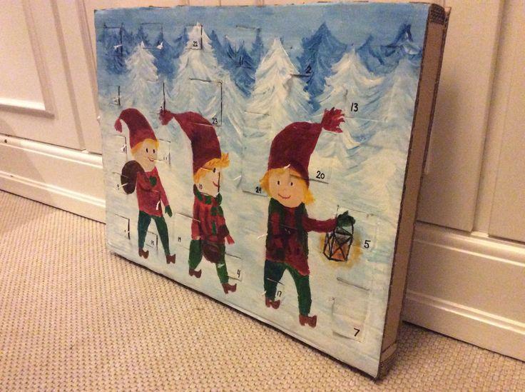 Hjemme lavet jule kalender som jeg selv har lavet den er lavet af pap og 24 små æsker håber i kan bruge ideen