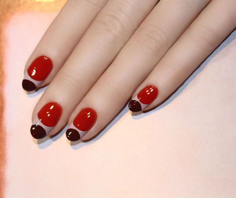 Pick N Dazzle - Guided Beauty - THIS GRAPHIC MANICURE IS AS CHIC AS NAIL ART GETS