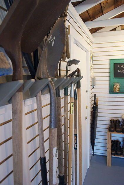 Garden tool rack diy pinterest for Diy garden tool storage