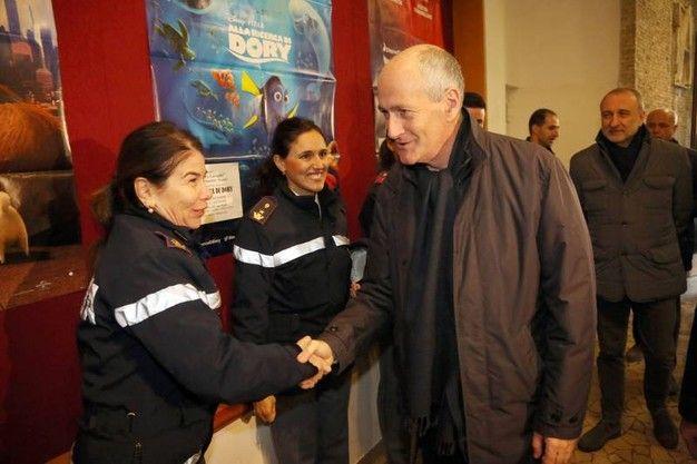 Befana a Bologna, dai poliziotti del Sap c'è Gabrielli. La vecchina va con Zuppi al Rizzoli - http://www.sostenitori.info/befana-a-bologna-dai-poliziotti-del-sap-ce-gabrielli-la-vecchina-va-con-zuppi-al-rizzoli/274977