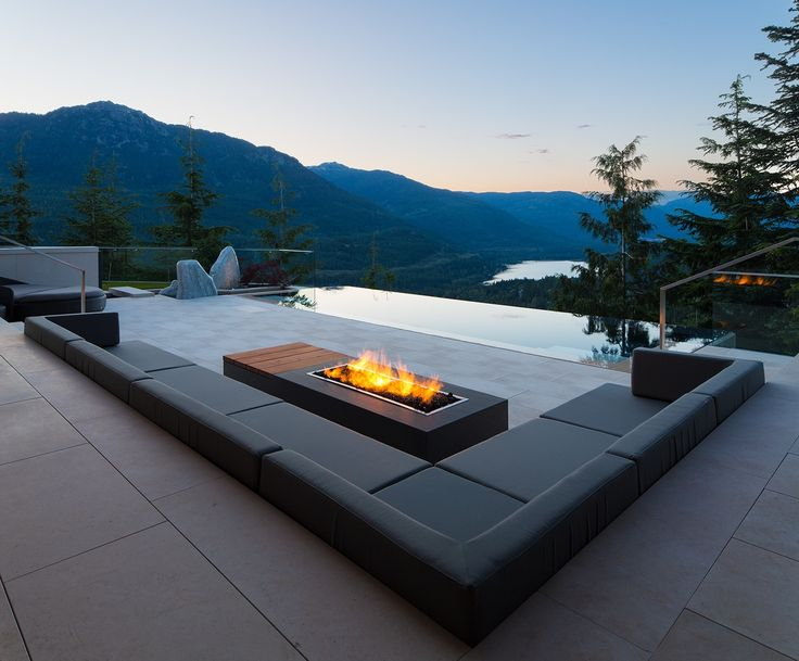 Phenomenal mountain home oasis with majestic views in Whistler