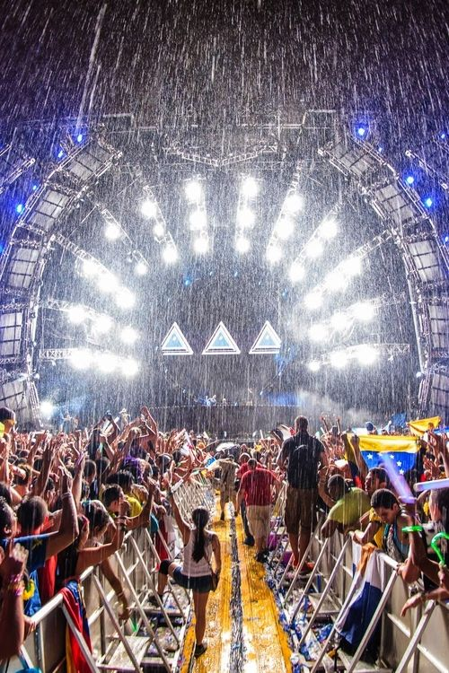 Ultra Music Festival 2014 a little rain should never stop the party.