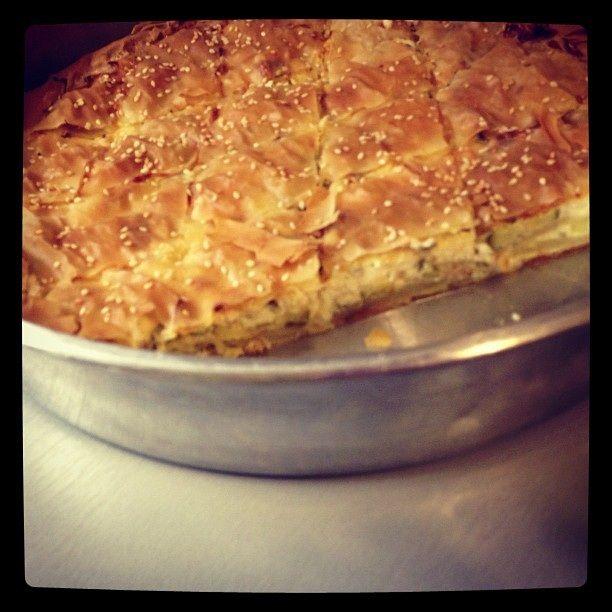 φύλλο κρούστας 1 πακέτο  πατάτες 5  κολοκύθια 5  ξινομυζήθρα 500 γρ.  γάλα 1/2 ποτήρι  αβγά 2  τυρί τριμμένο κίτρινο 2 κ.σ.  ελαι...