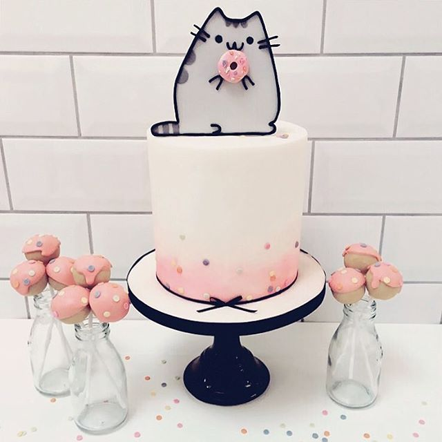 Loving this incredible donut Pusheen themed cake (and cake pops!) by @thecakecuppery  #regram #Pusheen