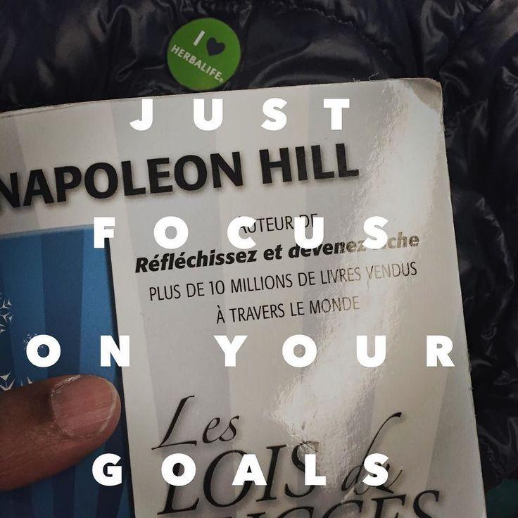 """En route pour Paris ... Avec mon livre préféré ... """"Les lois du succès"""" de Napoléon Hill ... Si la réussite est un de tes objectif dans la vie et en réalité elle devrait l'être et quand je parle de réussite je ne parle pas uniquement de réussite financière mais je parle d'avoir une existence consciemment élaborée je te recommande de lire ce livre .. C'est un cours pratique des leçons indispensables un enseignement pratique facile à comprendre une philosophie authentique à partir de laquelle…"""