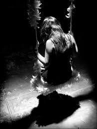 """""""Egyetlen dolog szünteti meg a másik hiányának fájdalmát: ha nem szeretjük tovább. Amikor azt mondjuk, hogy az idő gyógyít, erre gondolunk. A felejtésre. Ez azonban, ha valóban szeretünk, nem lehetséges. A szeretet hiányát csak egyetlen dolog gyógyítja: ha újra találkozunk azzal, akit szeretünk. Semmi más. Jövőre, húsz év múlva, egy másik életben. Mindegy. A hiány mindaddig él, amíg nem látjuk újra. Nem az emléke, a hiánya él bennünk!"""""""