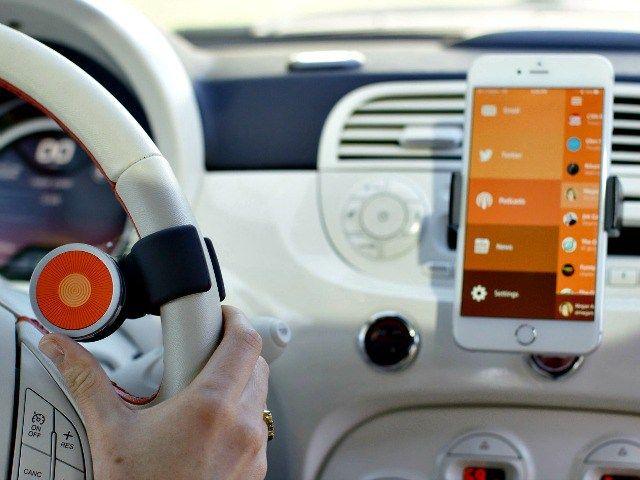 les 25 meilleures id es de la cat gorie gadgets pour voiture sur pinterest gadgets voiture. Black Bedroom Furniture Sets. Home Design Ideas