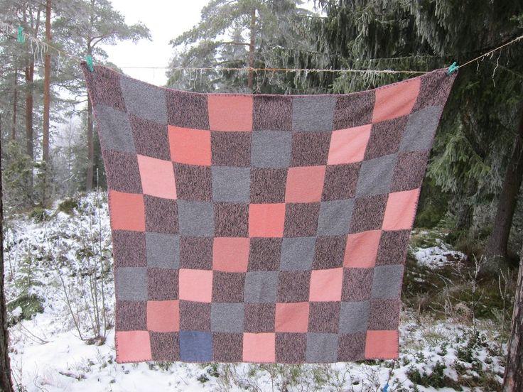 Harmonisk teppe i rosa, grått og en melange (blanding) av rosa/sort 155x160 cm, mykk ullkvalitet