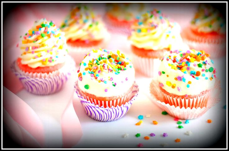 #cuppyCakes #Strawberry #vanila #colourfull #sweets #strawberry lovers