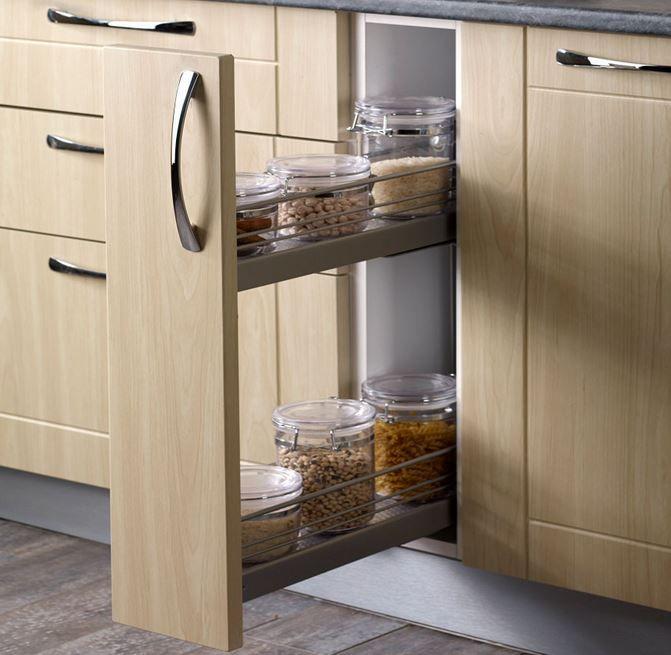 Mutfak dolaplarınızı raflarla daha kullanışlı hale getirebilir, yer kazanarak kör noktaları işlevsel hale getirebilirsiniz. Bu çekmeli dolap kapağı özellikle küçük mutfaklar için kull