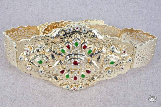 Commandez un caftan de mariage avec ceinture mdamma chez caftan boutique spécialisée dans la vente des vêtements pour mariage, elle vous propose une aujourd'hui une nouvelle gamme de ceinture marocaine avec plein d'ornement pratiqué sur le design par les professionnels...Savoir plus