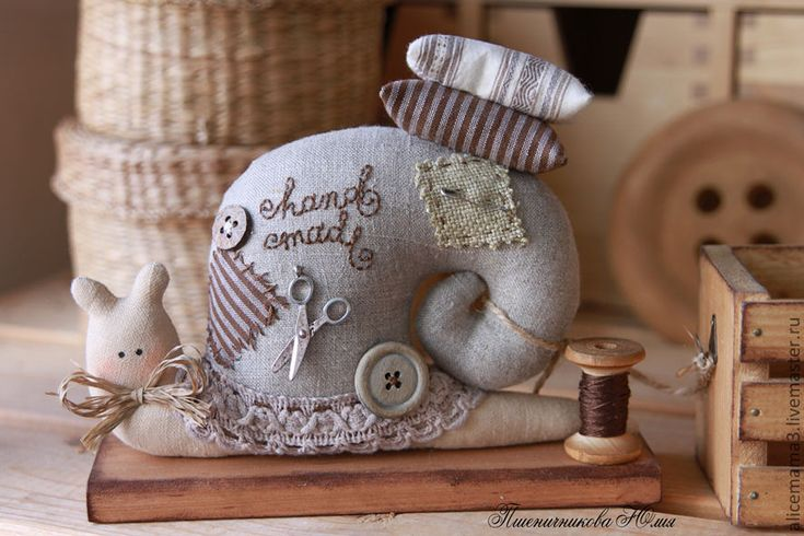 Купить Улитки-рукодельницы - улитка, рукоделие, тильда, винтаж, серый, лён, хлопок, кружево, фурнитура