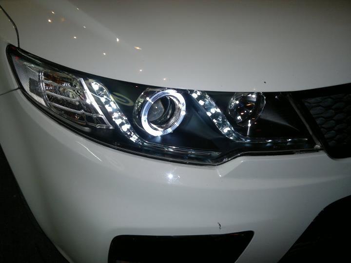 2010-2013 Kia Forte CCFL Halo LED Strip Projector headlights