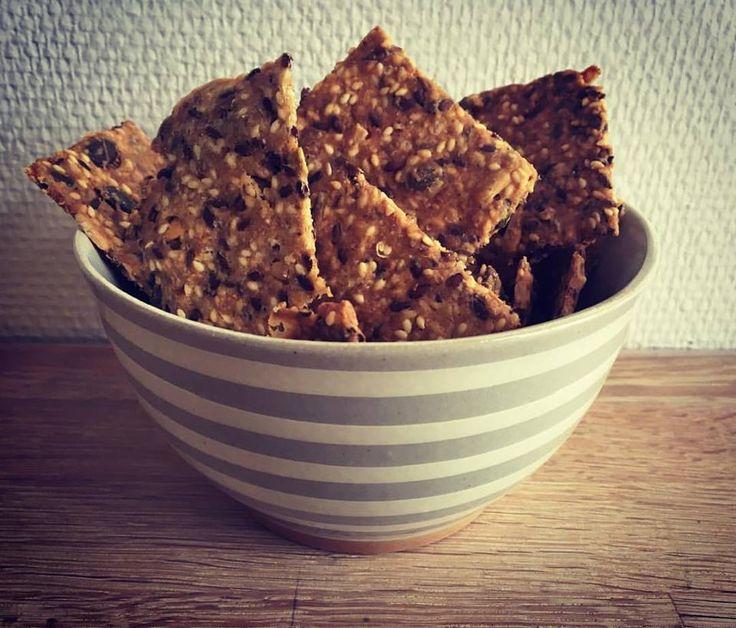Denne skål fra House Doctor er virkelig fin til servering af snacks. Find den på www.dotsandstribes.dk