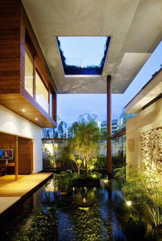 Sky Garden House / Guz Architects. El televisor sale sobrando.