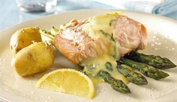 Grillet laks med asparges og bernaise | Meny
