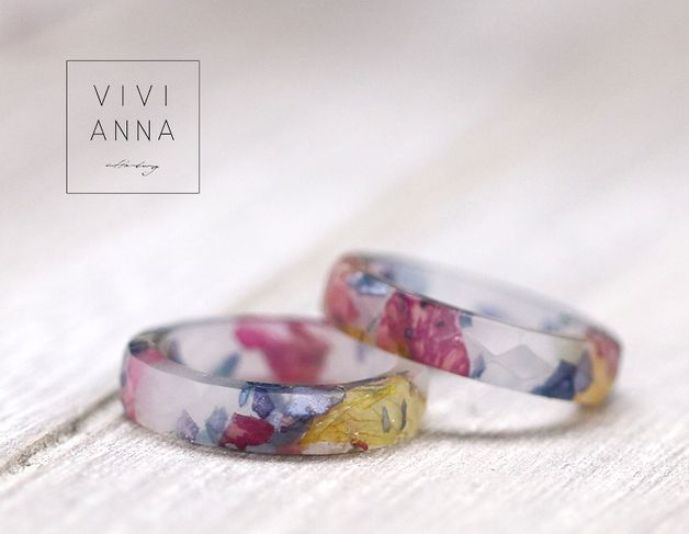 Ring mit echten Blumen aus Gießharz / light ring with real flowers, spring jewelry made by Vivianna via DaWanda.com