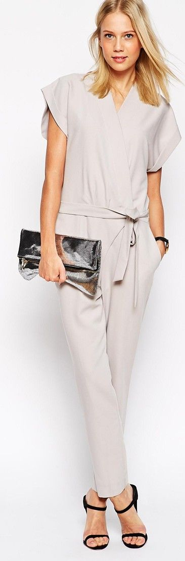 Casual outfit - Light grey jumpsuits, flat sandals & clutch. Blond natural straight hair.