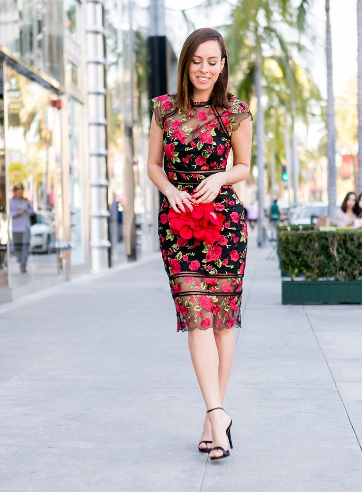 Sydne Style wears red floral dress with red rose clutch for valentines day  outfit ideas  florals  valentinesday  roses  dresses bceaf0417
