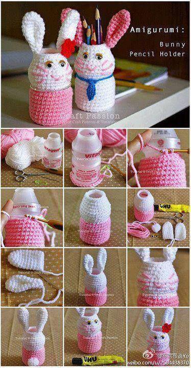 Porta lapices, elaborados  a crochet  y materiales reciclables.