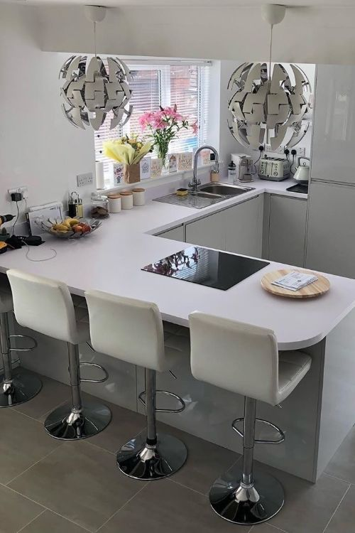 crisp clean and super sleek this j pull kitchen in pebble gloss makes for a stunningly s on j kitchen id=65759