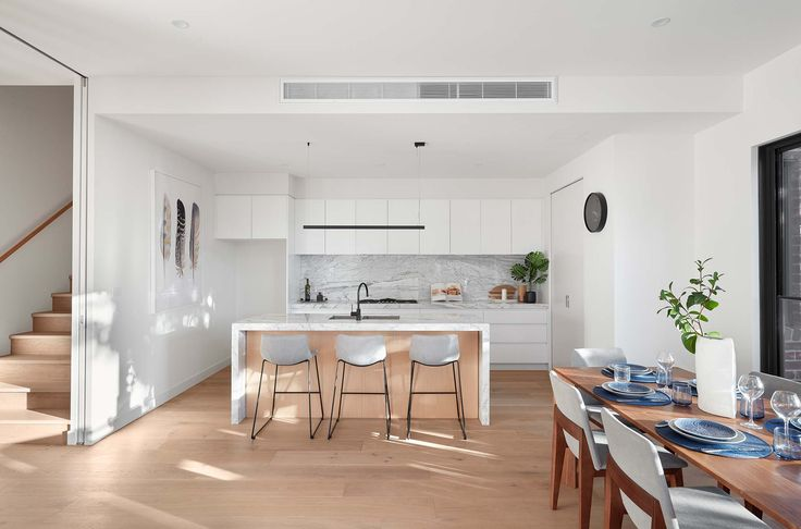 White and minimal kitchen built by Lazcon @lazconbuilt