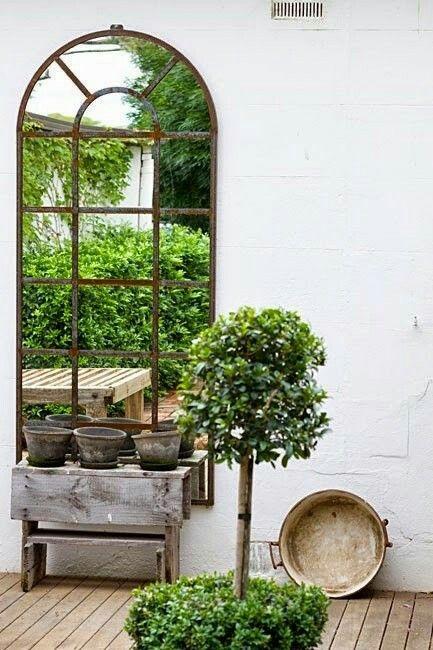 25 beste idee n over tuin spiegels op pinterest buiten spiegel tuin screening en kleine tuin - Deco kleine tuin buiten ...