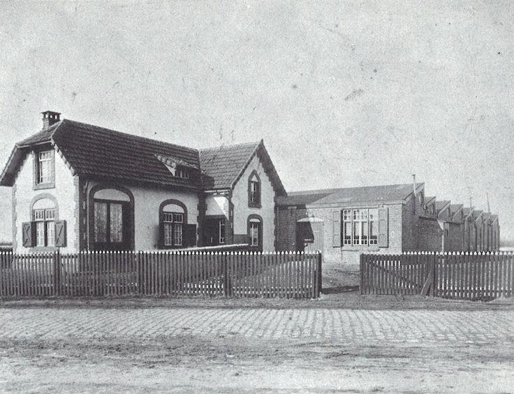 Voormalige haspelarij, waar sinds 1916 tricotagefabriek J.A. de Heer (later Tweka) in gevestigd werd. Fotobijdrage: 'Geldrop in oude ansichten' door C.H.A.M. van Bokhoven.