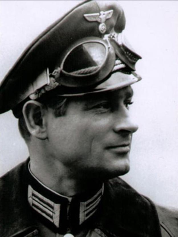 """Stanisław Mikulski as HANS KLOSS in """"Stawka większa niż życie"""""""