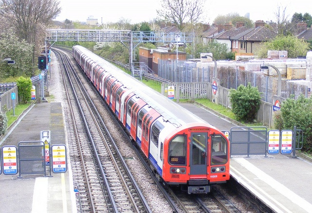 London Underground 1992 Tube Stock 91009 . Barkingside Station . Saturday 21st-April-2012 . by AndrewHA ,, via Flickr