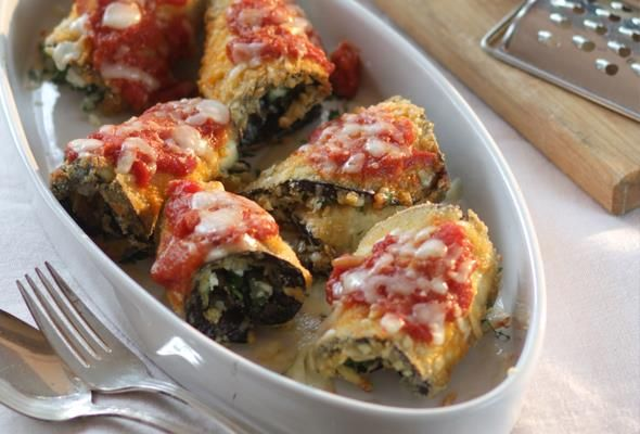 Ρολά μελιτζάνας γεμιστά με τυρί και μυρωδικά
