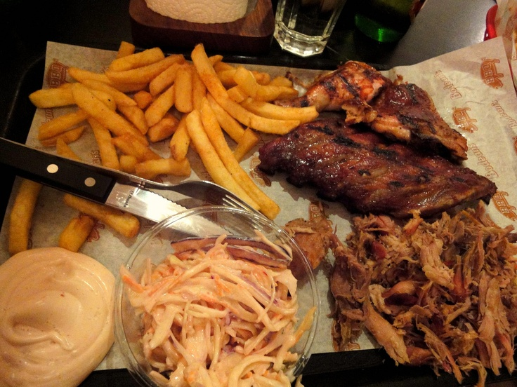 My favourite place in London for BBQ // pulled pork, ribs, fries, coleslaw + mayo // Bodeans