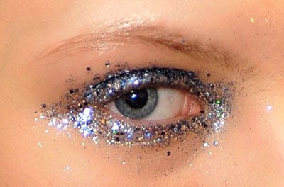 like the use of the glitter covering the bottom of the eye aswekk