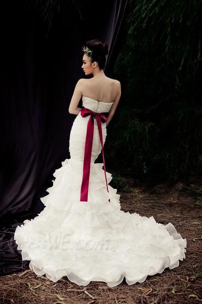 Dresswe.comサプライ品エレガントなトランペット/人魚の恋人裁判所の列車のフリルカスタムメイドのウェディングドレス ウェディングドレス2014 (2)