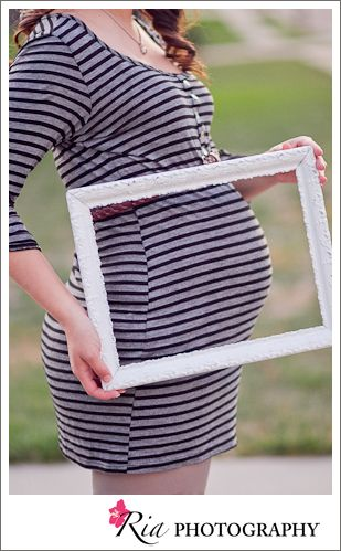{adorable pregnant belly shot, found on sandy a la mode}