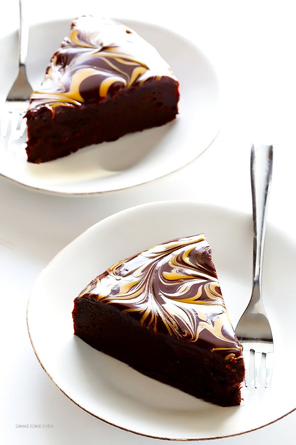 Peanut Butter Flourless Chocolate Cake -- made with just 4 easy ingredients, and so rich and delicious!   gimmesomeoven.com
