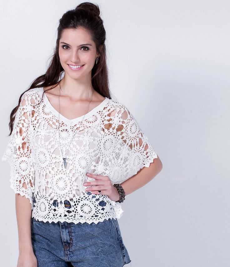 Blusa feminina  Modelo cropped  Gola redonda em crochê  Composição