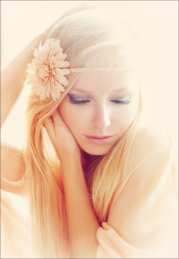 love the coloringLights, Flower Headbands, Soft Colors, Beautiful, Photography Portraits, Senior Photography, Wigs, Hair, Photos Session