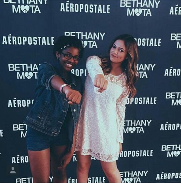 15 best beths meetups images on pinterest bethany mota noel and bethany and a fan at the nyc times sqaure meetup july 27th m4hsunfo