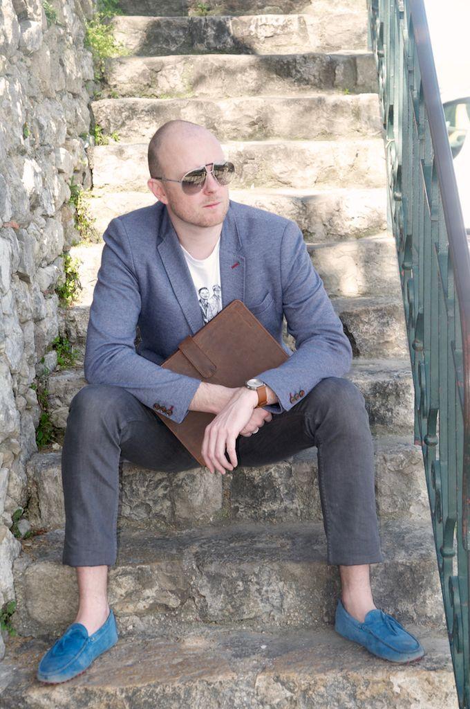 JamaisSansMaCravate à crée un style business estival chic avec le conférencier cuir vintage Ruitertassen. Découvrez l'article ici: http://jamaissansmacravate.fr/un-air-de-printemps-au-castellet/