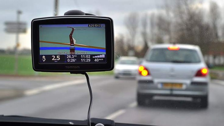 Shopping for GPS navigation devices for your car? Here are five solid choices for 2015.