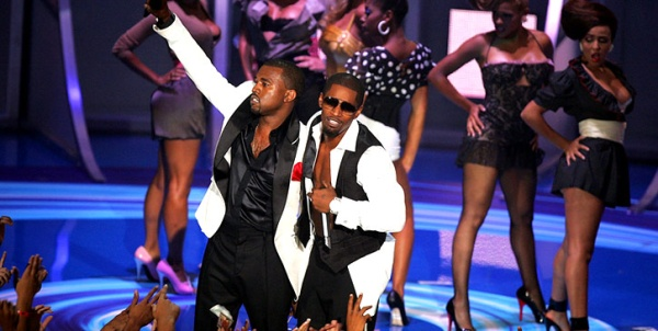 Kanye West and Jamie Foxx perform Gold Digger at the 2005 MTV Video Music Awards