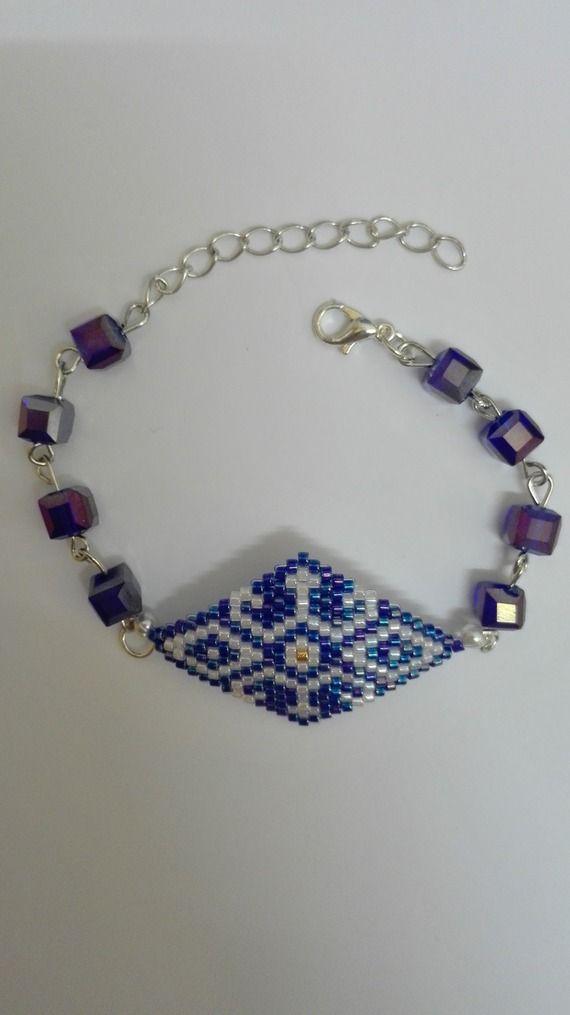 Bracelet argenté tissé en losange -perles miyuki  bleues- blanches-dorées
